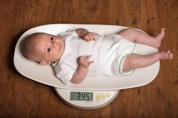 Норма прибавки веса у новорожденных. таблица прибавки веса новорожденного