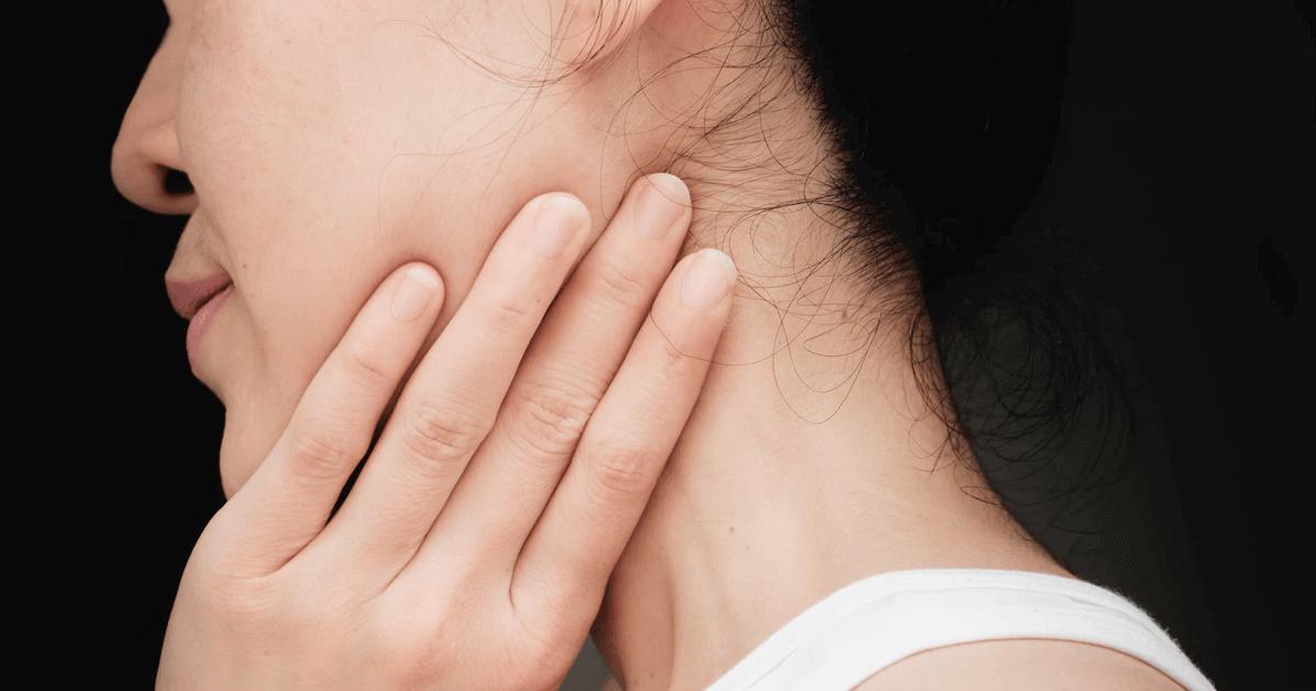 Шишка на шее у ребенка — причины появления уплотнения