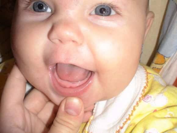 Как лечить насморк и заложенность носа при прорезывании зубов у ребенка