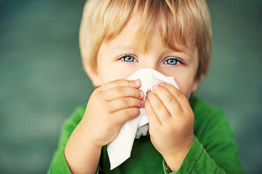 Жидкие сопли у ребенка – лечение, если текут ручьем