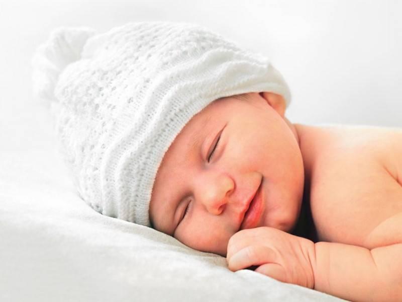 Почему новорожденный ребенок во сне улыбается 2020