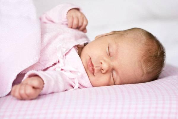 Почему мы иногда наблюдаем вздрагивание у грудного ребенка