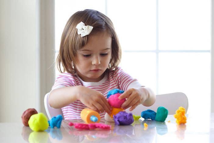 Как развить мелкую моторику рук у ребенка?