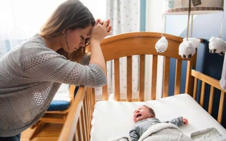 Кишечная колика у взрослых и детей: симптомы и лечение