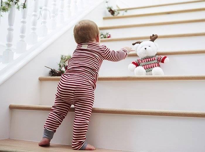 Что должен уметь ребенок в 9 месяцев: критерии развития мальчика, девочки