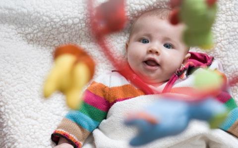 Проверка слуха у ребенка в 1 месяц. когда новорожденные начинают слышать? как выявить нарушения слуха у новорожденного