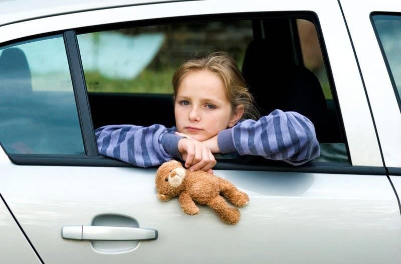 Ребенка укачивает в машине: причины и что с этим делать