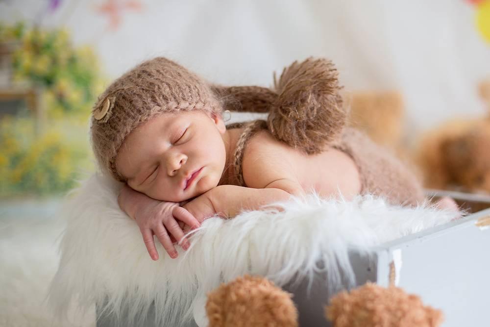 Грудничок плохо спит днем: причины и что делать маме?