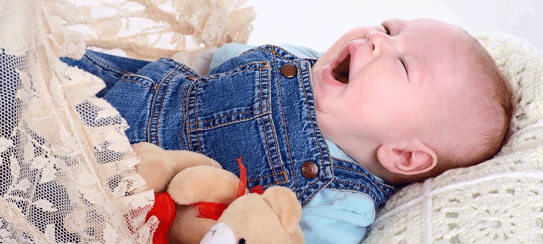 Почему грудной ребенок дергается во время сна