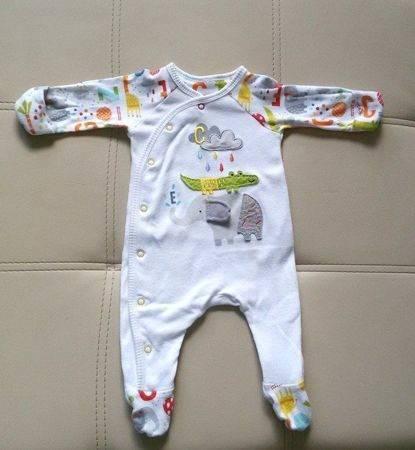 Одежда новорожденному: швами наружу или во внутрь?