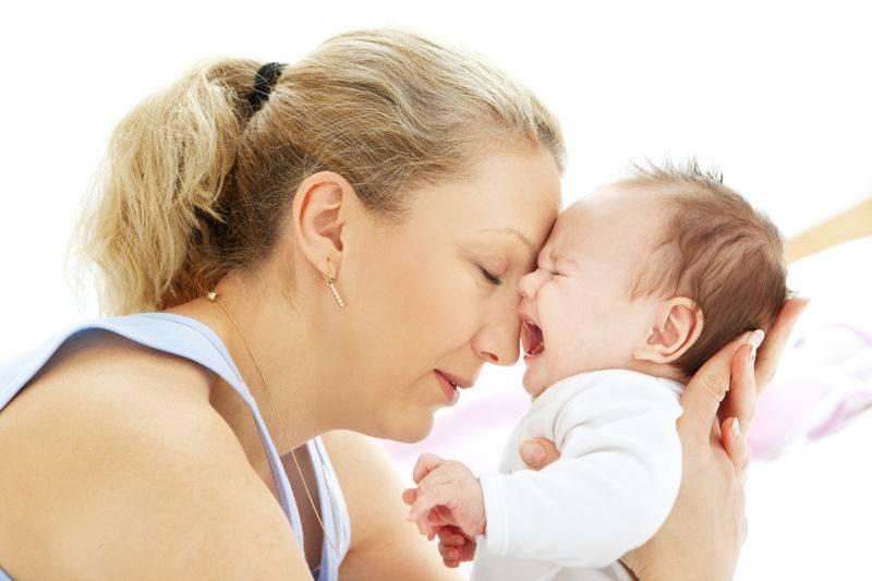Если малыш часто плачет при кормлении грудью