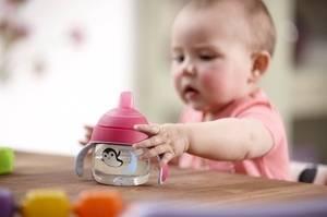 Как отучить от груди, если ребенок не берет ни соску, ни бутылочку?