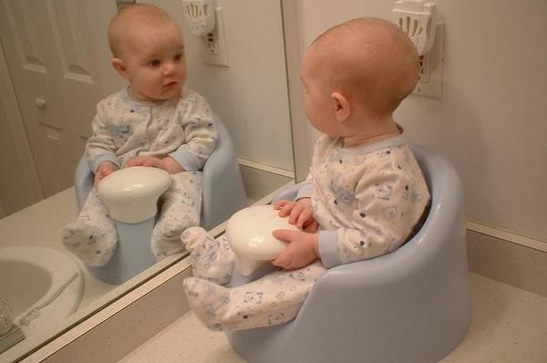 Какого цвета и запаха должен быть стул у грудного ребенка