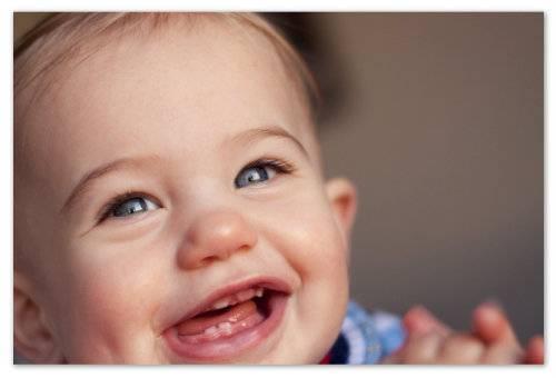 Шишка на десне у ребенка: над зубом, гнойная белая, что делать
