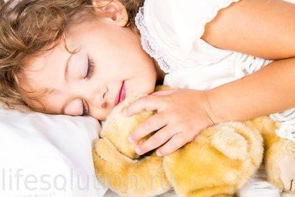 Почему грудничок вскрикивает во сне — причины