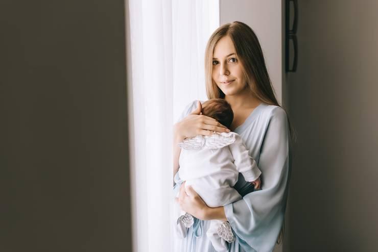 Как помочь новорождённому малышу при икоте?