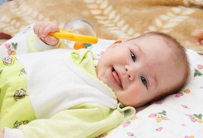 Когда ребенок начинает улыбаться осознанно, первые агуканья малыша