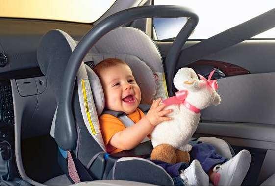 Как перевезти новорожденного в машине: меры безопасности