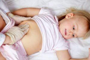 Жидкий стул со слизью у грудничка: почему он возникает и как его лечить