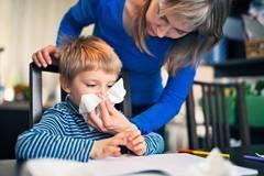 Как почистить носик новорожденному ребенку от козявок и корочек: быстро, легко и без капризов
