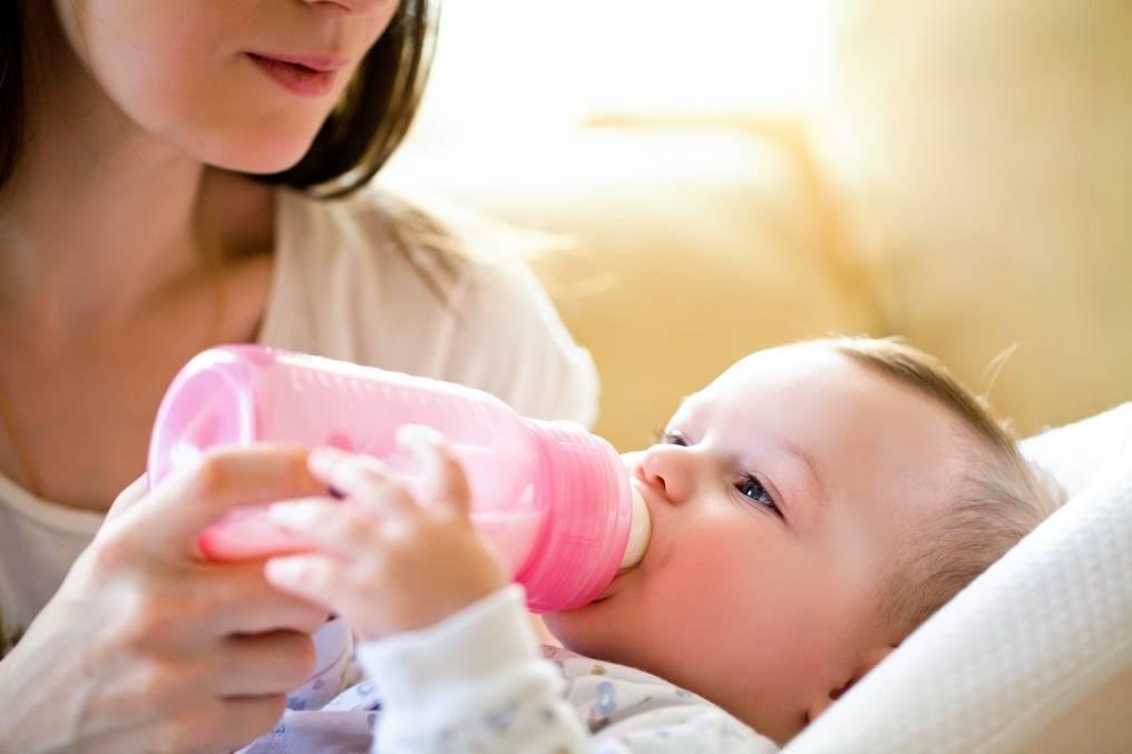 Нормы кормления новорожденных на искусственном, грудном, смешанном вскармливании. таблица по весу, месяцам