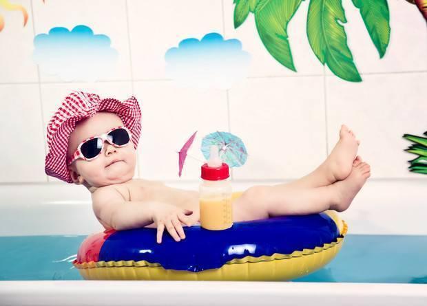 Почему ребенок плачет во время купания — что делать