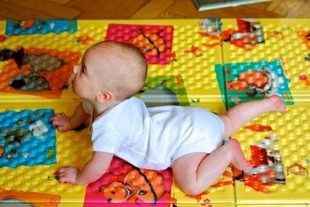 Когда дети начинают вставать сами?