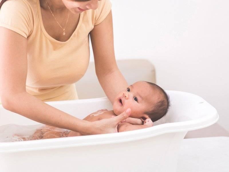 Водные процедуры для младенца: 9 вопросов о купании новорожденного