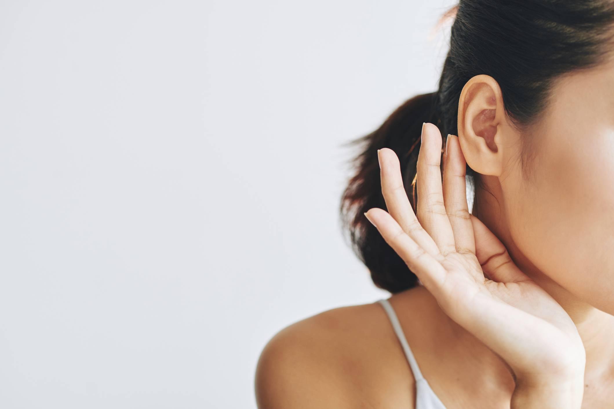 Почему появляется шишка за ухом у ребенка