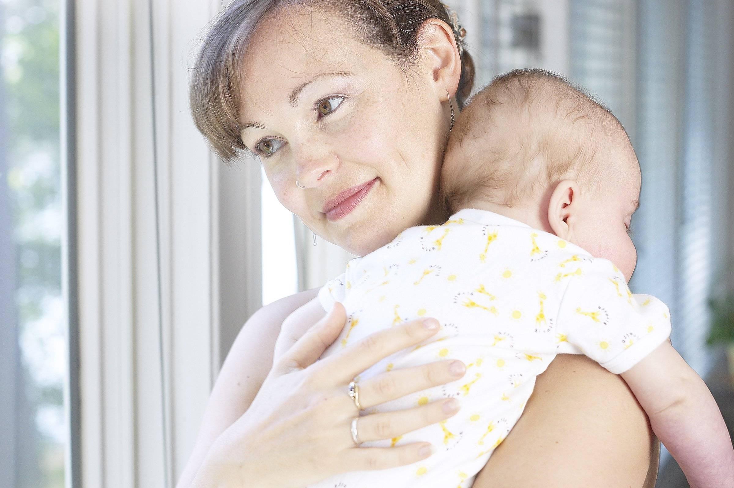 Икота у новорождённых: причины, как избавиться, видео