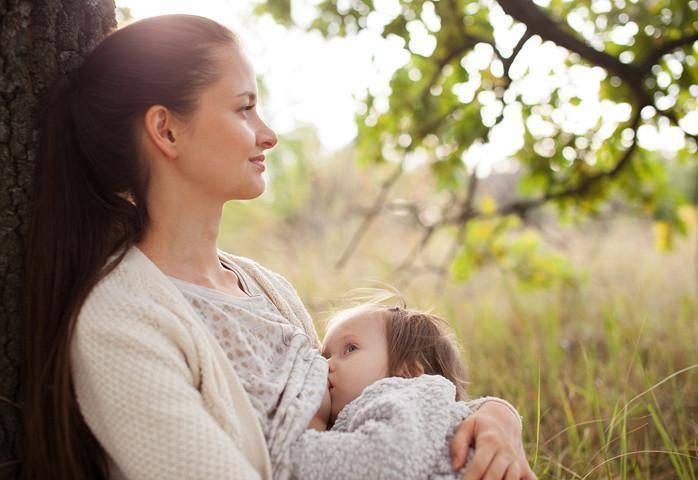 До скольки лет можно кормить ребёнка грудью: лучший возраст для прекращения кормления