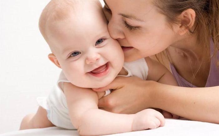 Когда новорожденные дети начинают улыбаться?