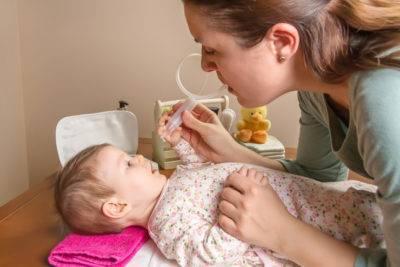 Как правильно отсосать сопли у ребенка: инструкция для родителей