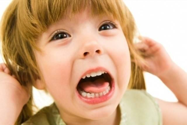 Ребенок плачет перед сном: почему это происходит и что делать?