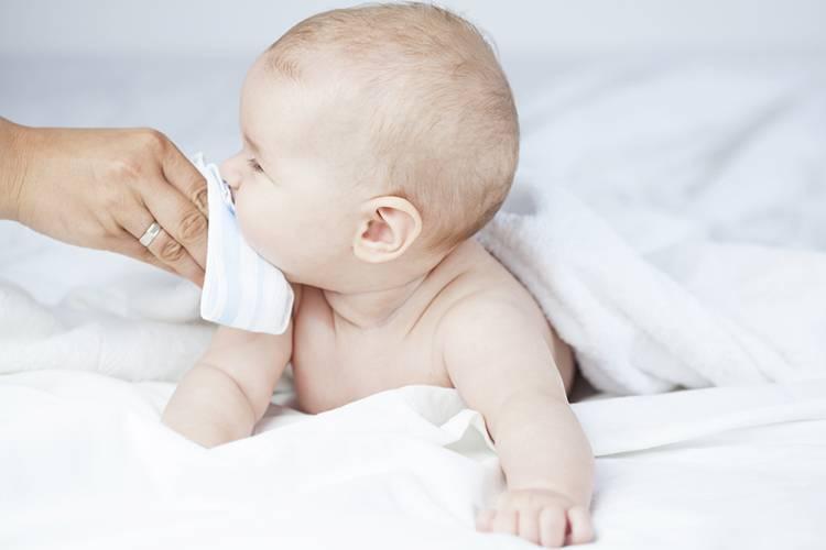 Ребенок хрюкает носом, но соплей нет: причины и что делать