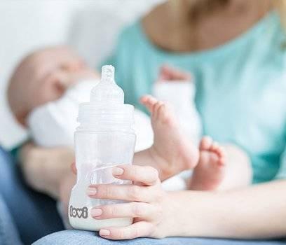 Как правильно кормить из бутылочки новорожденного?