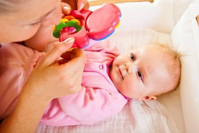 """""""давим лыбу"""": когда ребенок начинает улыбаться и как ускорить этот процесс?"""