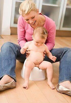 Когда можно сажать ребенка, малыша. с какого месяца можно сажать грудничка мальчика