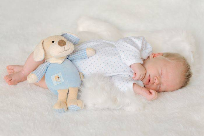 Как укладывать новорожденного спать правильно?