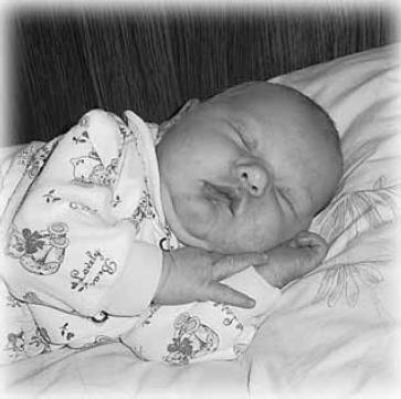 Как правильно укладывать новорожденного спать ночью и днем