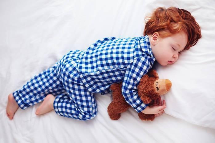 Почему ребенок сильно потеет во сне