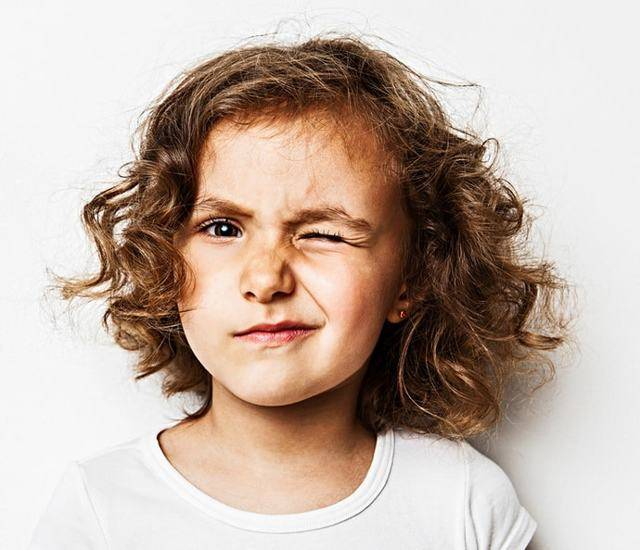 Нервный тик глаза у ребенка - советы родителям