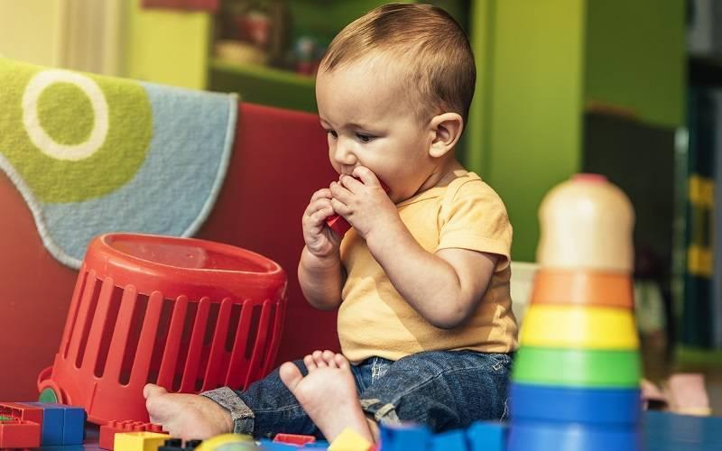 Ребенок проглотил инородное тело: симптомы, что делать, если это монета, косточка, жвачка, пластмассовые детали, стекло и прочие предметы