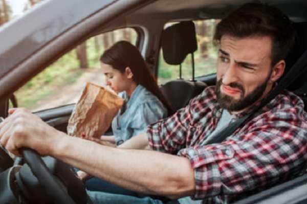 Что делать, если ребенка укачивает в машине?