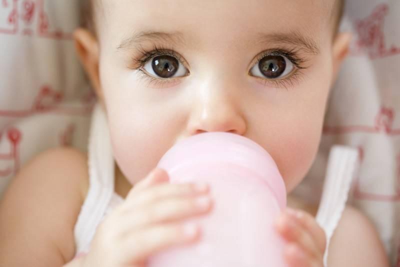 Срыгивания у новорожденных: когда стоит насторожиться?