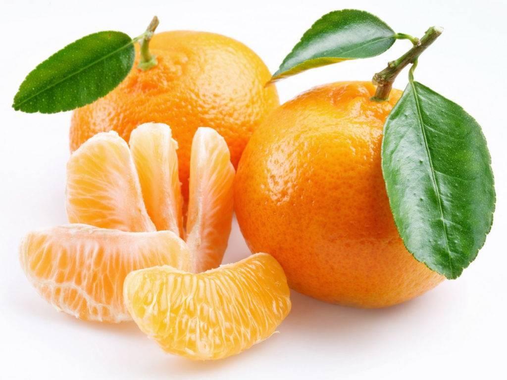 С какого возраста можно давать ребенку апельсин: когда вводить в прикорм, можно ли дать в год, сок