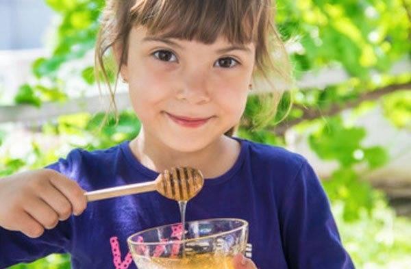 Каши для первого прикорма: с какого возраста и как их давать ребенку?