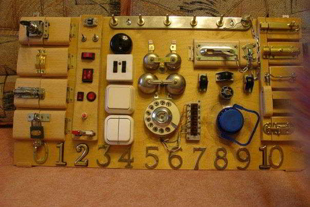 Развивающие доски с замочками и кнопочками для детей
