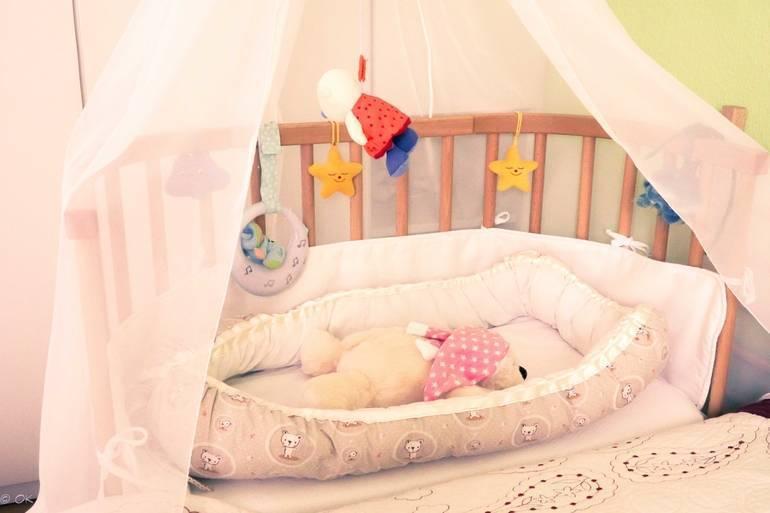 Гнездышко для новорожденных: для чего нужно и как его сшить своими руками
