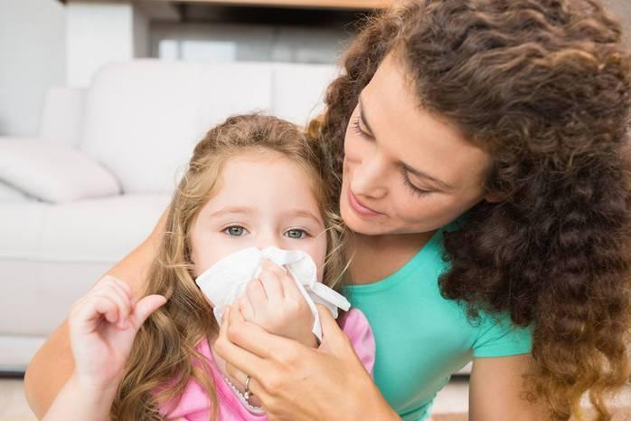Кровь из носа у ребенка. причины, виды кровотечения, что делать, как остановить. первая помощь, лекарства